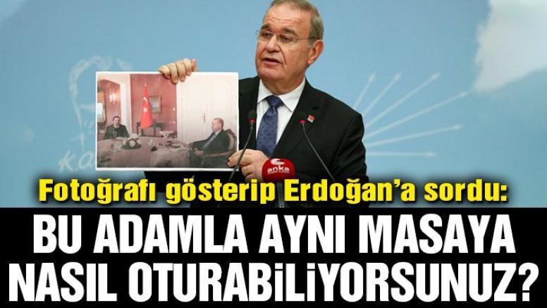 Öztrak fotoğrafı gösterip Erdoğan'a sordu: Bu adamla aynı masaya nasıl oturabiliyorsunuz?