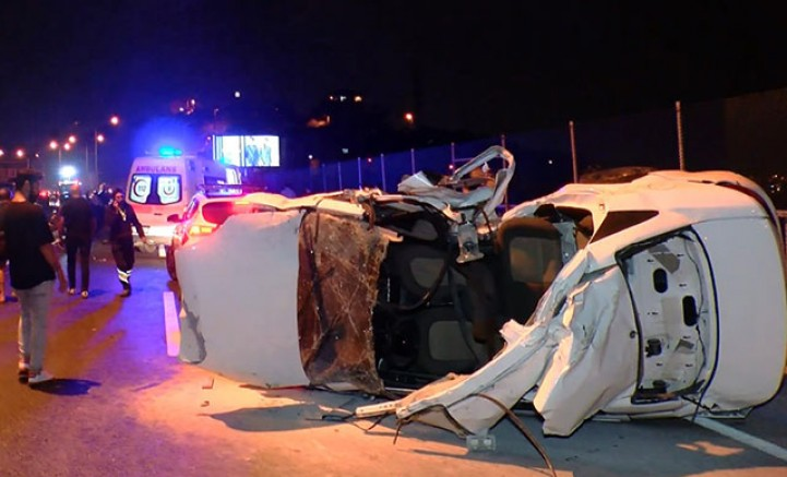 SON DAKİKA Beykoz'da lastiği patlayan otomobil kazaya neden oldu: 3 ölü, 3 yaralı
